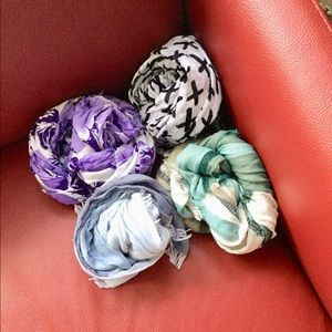 Accessories - Lot of 4 summer scarves
